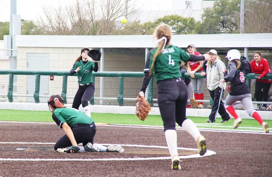 Softball Prepares to Take a Swing at 2020 Season