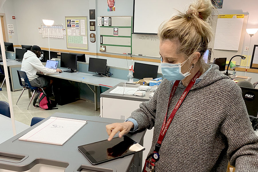 During one of her classes, Mobile Maker teacher, Cheri Whalen, clicks through one of her iPads. In addition to 30 MacBook Pros, the Mobile Makers course also received 30 of the newest generation iPads.