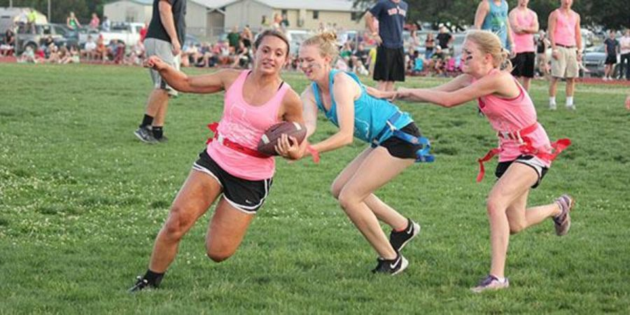 Senior+Kassi+Hormuth+runs+with+the+ball+while+junior+Lexi+Breed+tries+to+pull+her+flag+during+Powder+Puff+on+May+31.+Photo+by+Lauren+Campbell