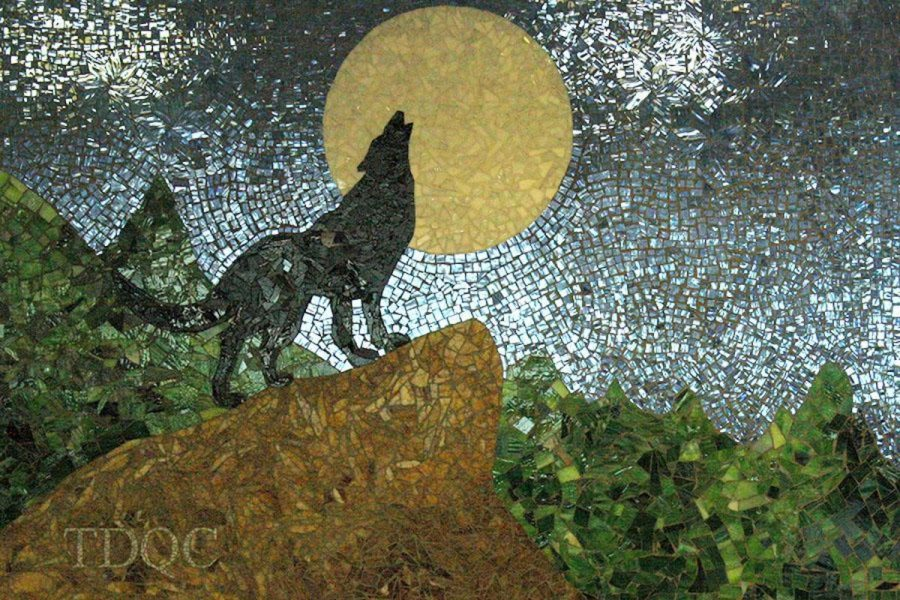 A+few+Latin+Club+students+last+year+collaborated+and+created+this+wolf+mosaic+that+essentially+promotes+their+club.+Photo+by+Hunter-Rose+Comtois