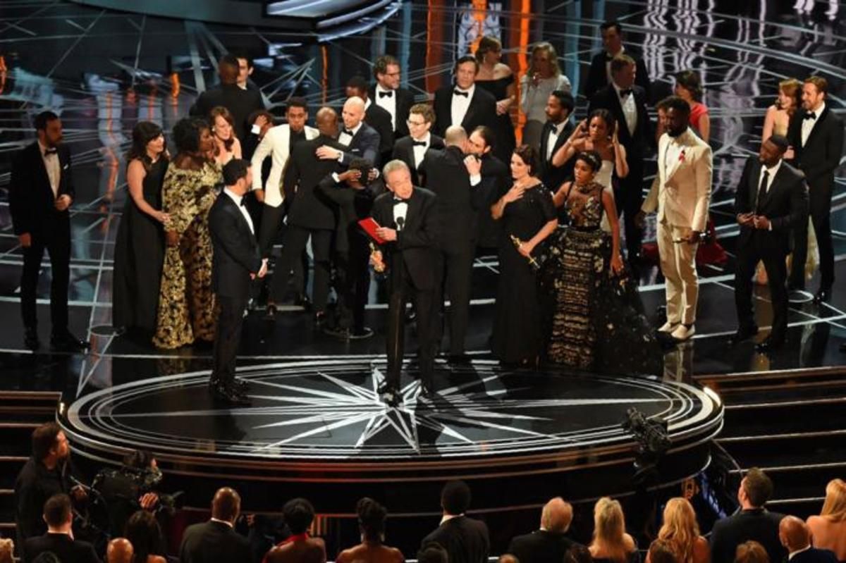 Overjoyed+%22Moonlight%22+cast+accepts+the+award+for+Best+Picture.